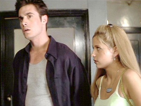Freddie Prinze Jr. appeared as Ray Bronson while Sarah Michelle Gellar playedHelen Shivers in I Know What You Did Last Summer (1997).