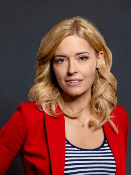 Canadian Actress Sarah Lind