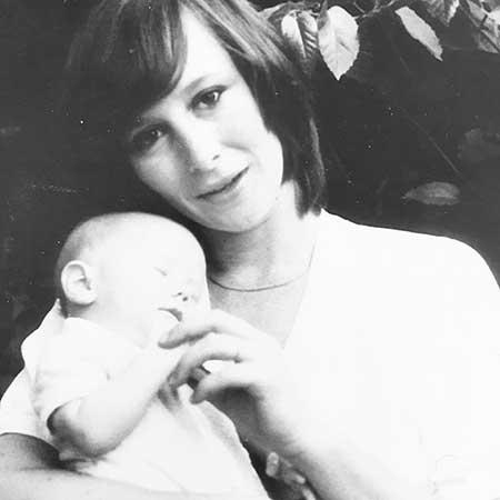 Elizabeth Ann Hanks' mother, Samantha died in 2002
