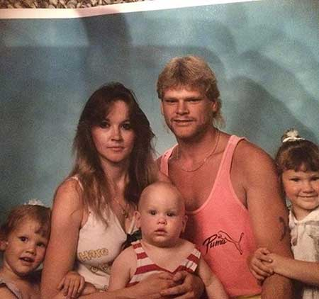 Amanda Holmes with her parents and siblings