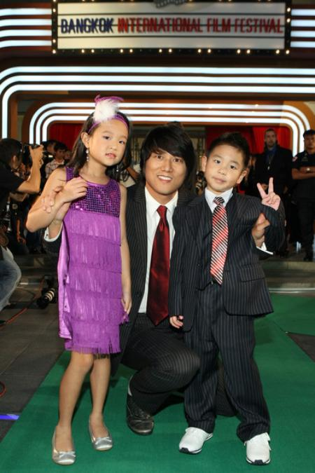 Sung with his relatives