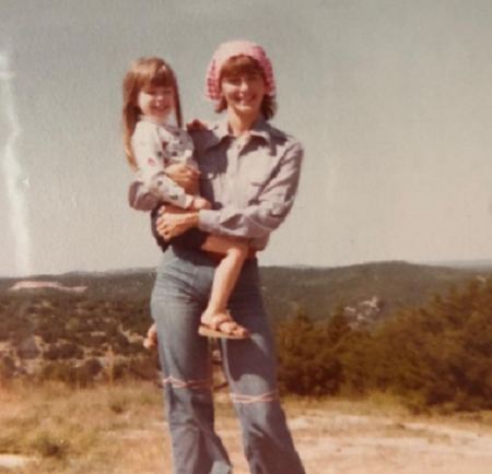 Amanda Martin childhood photo with her mom.