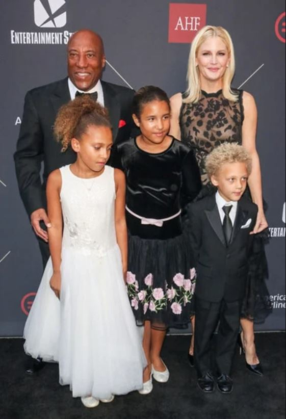 Jennifer Lucas With Her Husband And Children