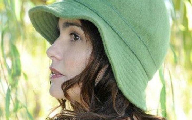 Dana Lavas, a homemaker ex-wife of Jason.