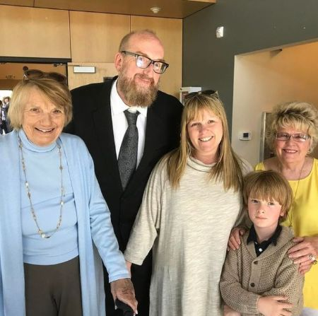 Melanie Truhett With Her Mother Husband, Son, And Mother-In-Law