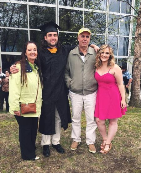 Mikayla With Her Parents And Brother