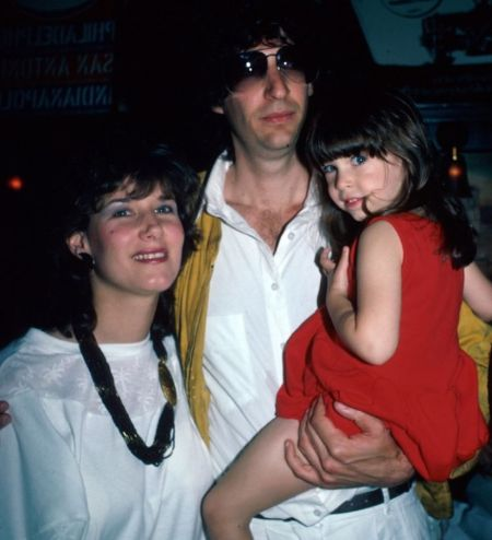 Young Alison Berns With Her Then-Husband Howard Stern And Their Daughter