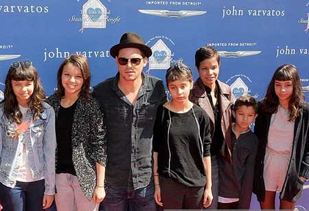 Keisha and Justin Chambers with their five children