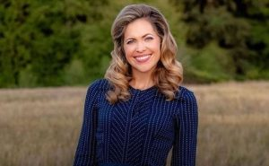 All About Canadian Actress Pascale Hutton: Her Marriage, Career, Children, & More